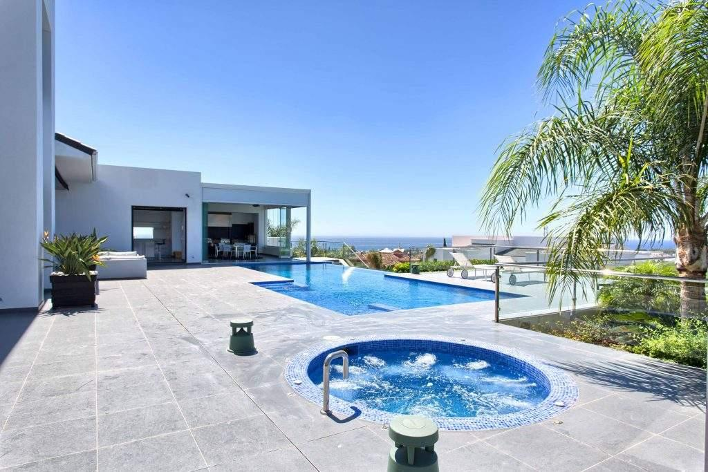 5 bedroom Villa for sale in Benahavis, Spain