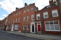 4 bed Character Property in Park Street, Windsor, SL4