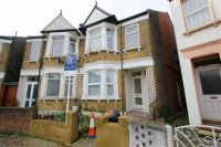 2 bed Flat in Wells House Road, Acton...
