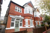 2 bed Flat to rent in Hillcrest Road, London
