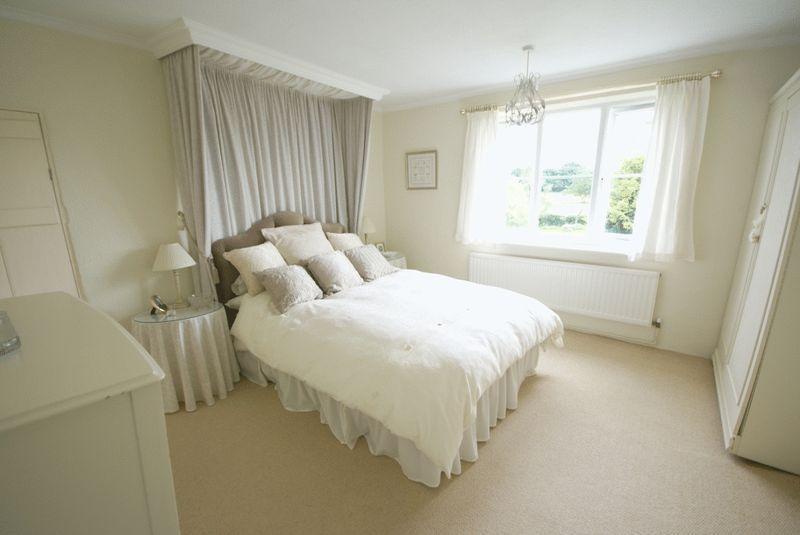 Beige cream master bedroom design ideas photos for Cream and beige bedroom ideas