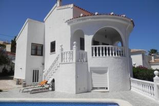 5 bed Detached Villa in Villamartin, Alicante...