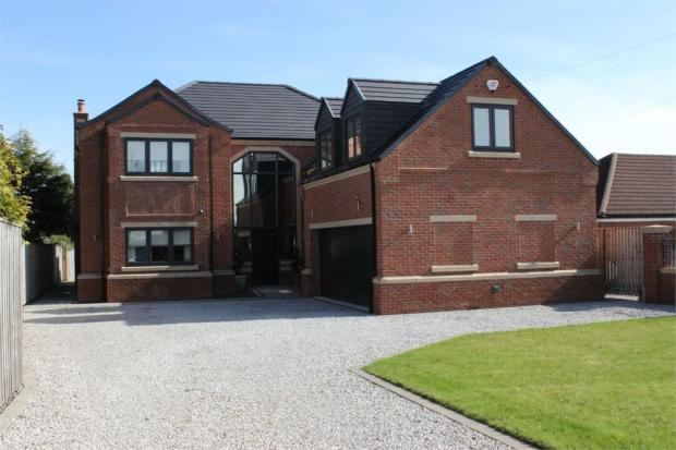 5 bedroom detached house for sale in 233 bawtry road