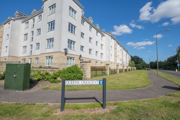2 bedroom flat for sale in queens crescent livingston eh54