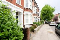 Flat to rent in Horsell Road, Highbury...