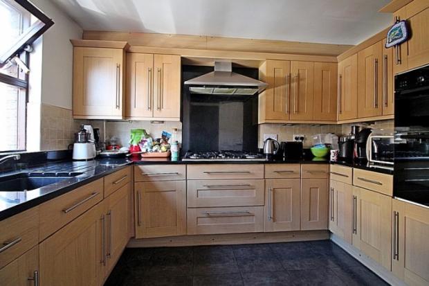 773_kitchen b.JPG