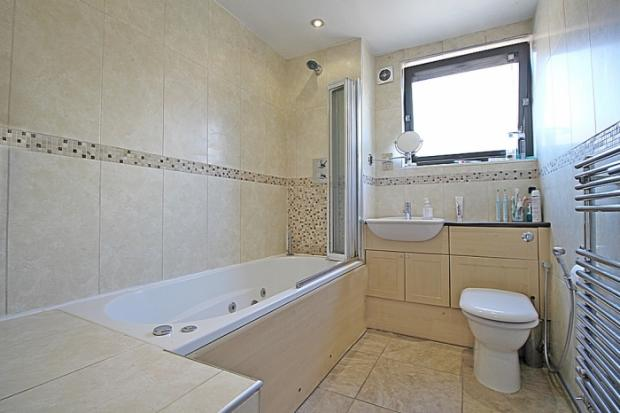 773_bathroom.JPG