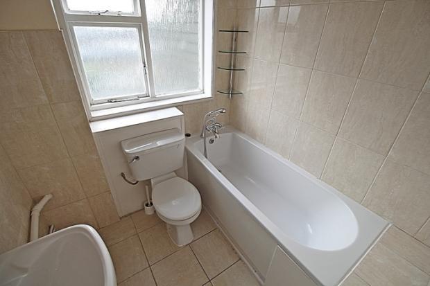 857_bathroom.JPG