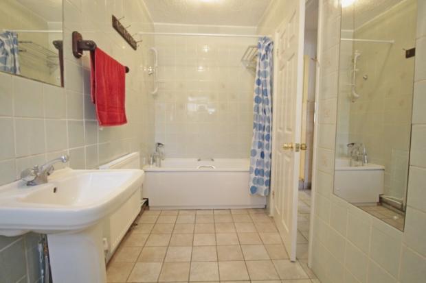 859_bathroom.jpg