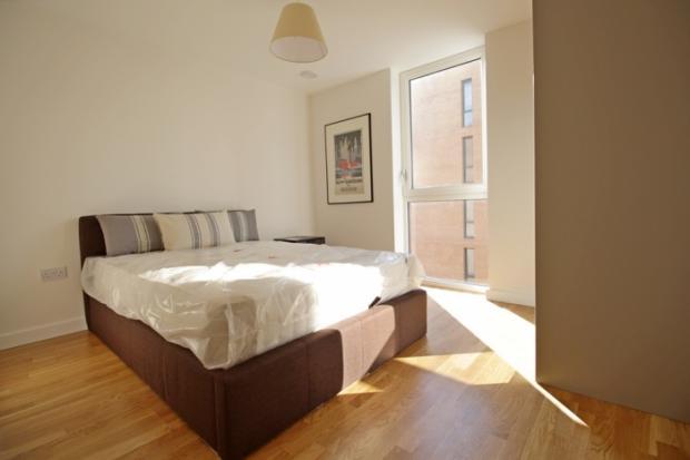 879_bedroom.jpg