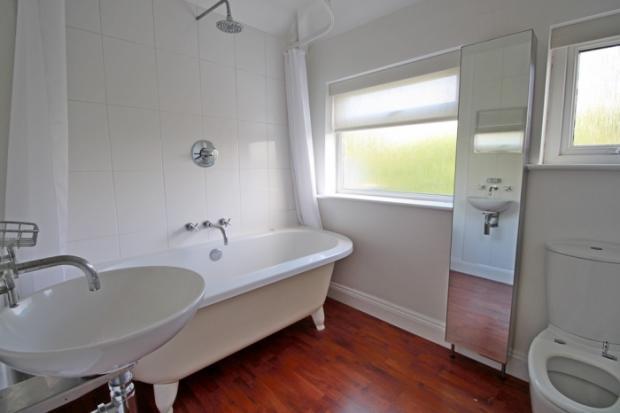 905_bathroom.jpg