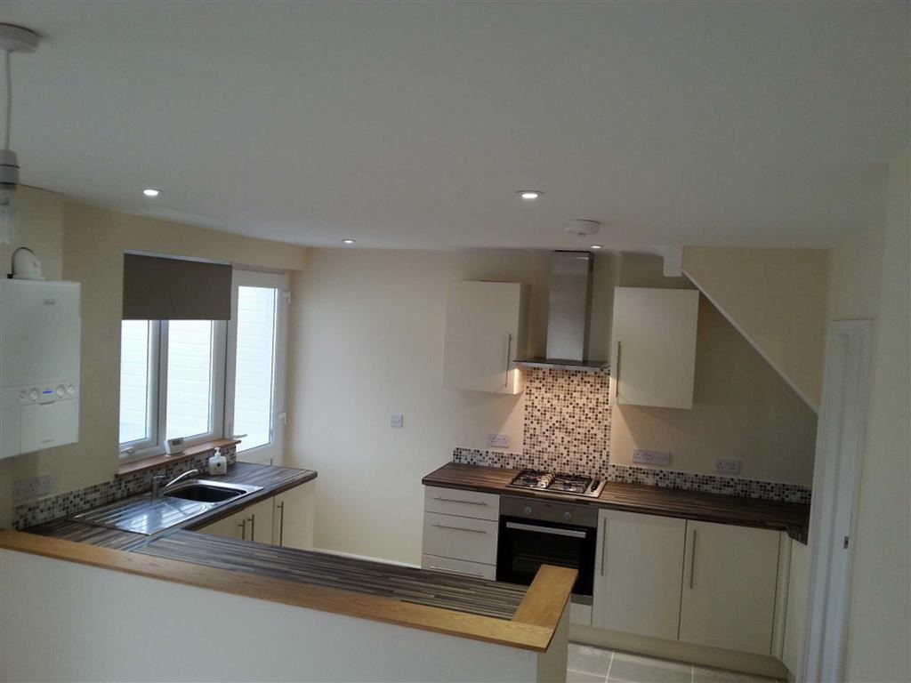 3 bedroom end of terrace house to rent in gladwyn road for Terrace kitchen diner