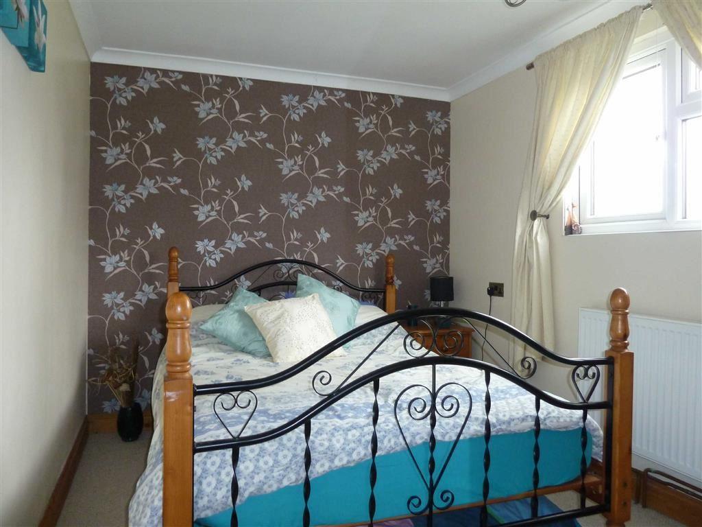 Bedroom 2 & en suite