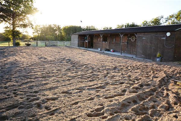 MENAGE & STABLES