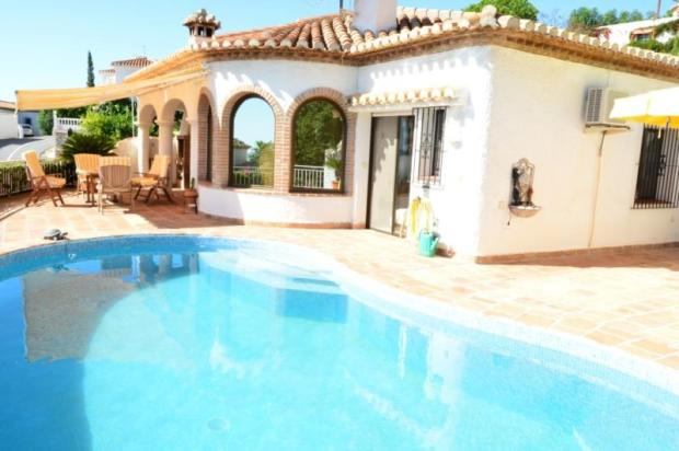 Spanish villa with sea views for sale in Salobreña