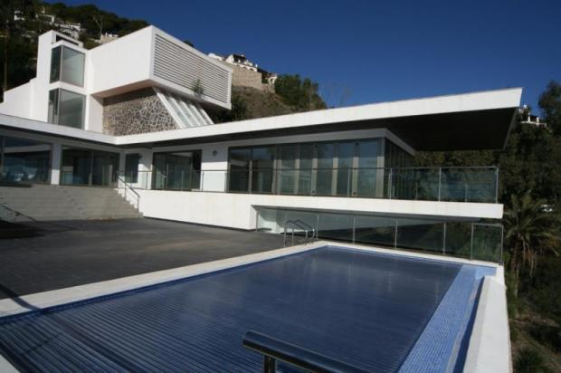 Pool has an automatic, attractive, solar blanket