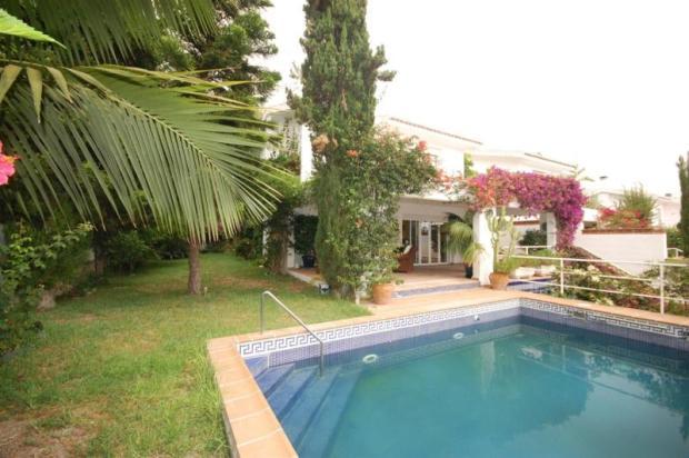 Villa close to beach & marina with pool & garden