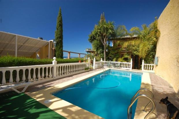 Pool isn´t overlooked & is sheltered from any wind