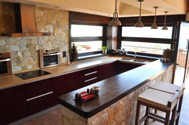 Full kitchen & bar on level of pool terrace