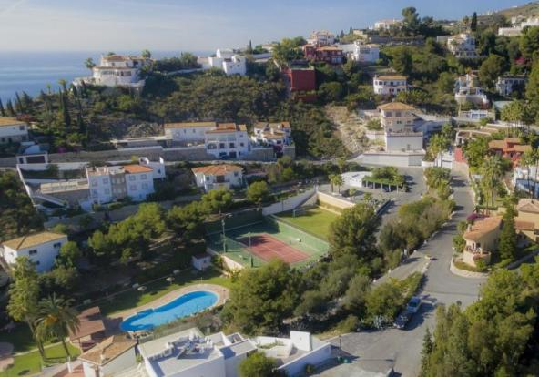 The villa is a 7 minutes walk to the communal area