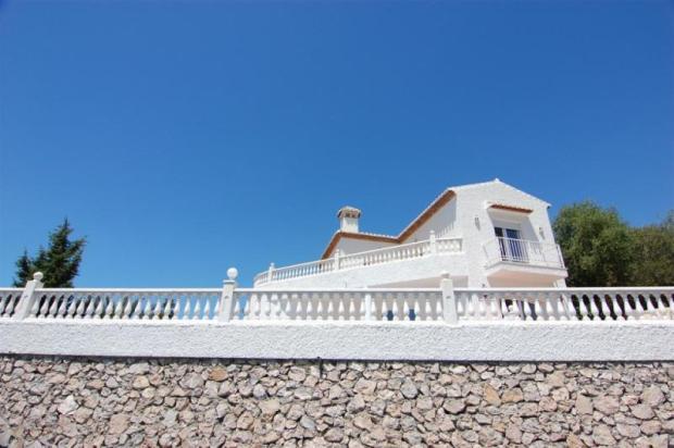 Facade of villa for sale in Urb Monte Almendros
