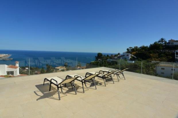 You love relax on this terrace with these views