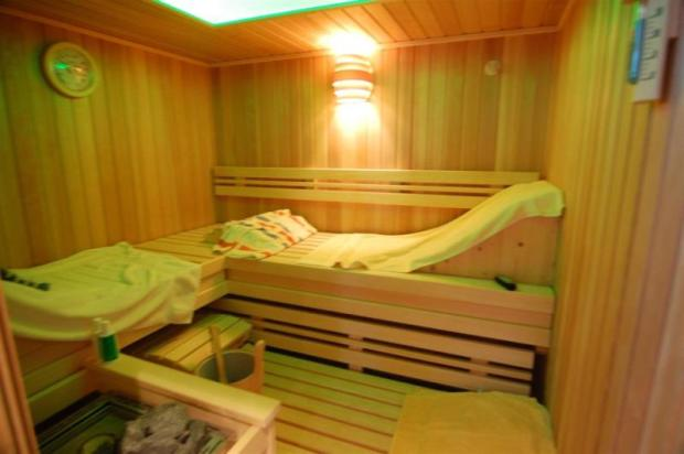 All you could need - sauna & solar heated pool