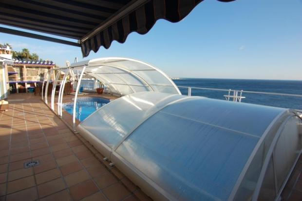 There´s plenty of space on the pool terrace