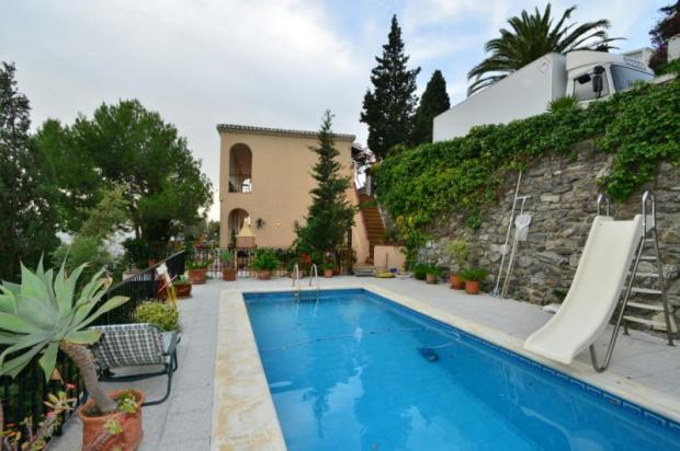 Villa for sale in Almuñecar with great sea view