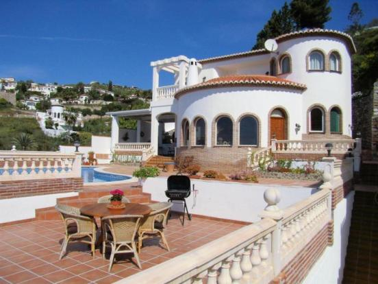 Welcoming villa with pool, sea views & big terrace