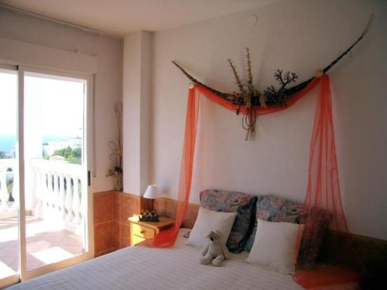 2nd bedroom with sea view, terrace & bathroom