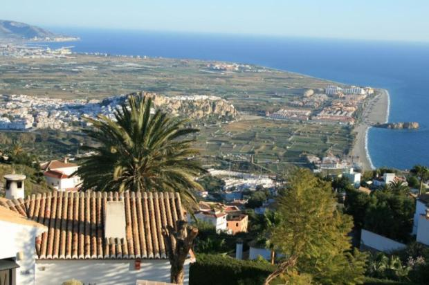 Sea view in this villa for sale in Salobrena