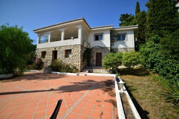 3 bed villa with separate studio apartment & pool