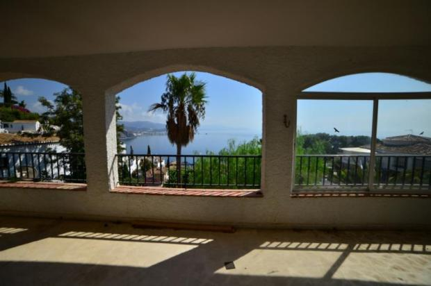 Open view to sea & mountains from covered terrace