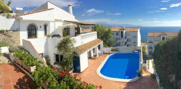 Villa with private pool , garden & guest apartment