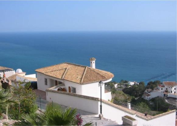 Stunning villa in great location with sea views