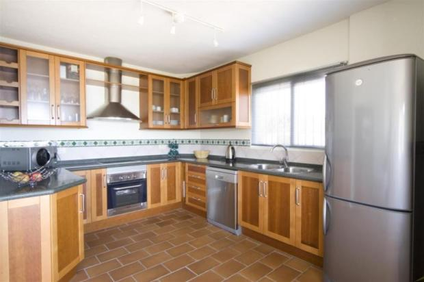 Very practical, fully fitted kitchen