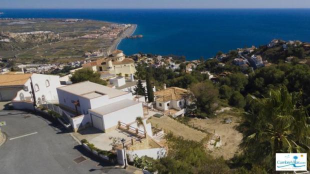 Beach & town of Salobrena just 8 minute drive