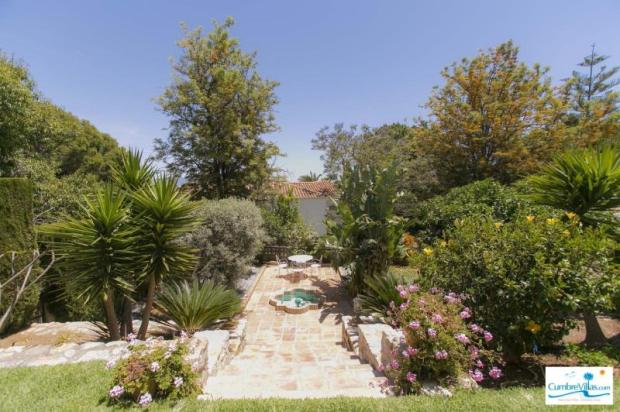 This property is a gardener´s dream!