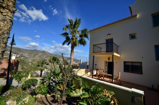 Large terrace with nice views to the mountains