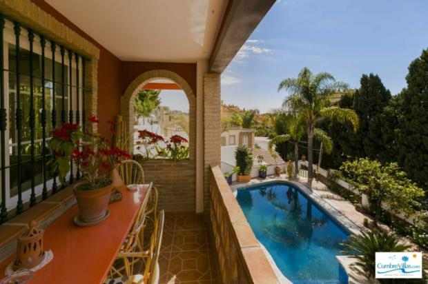 Tropical paradise in this excellent family home