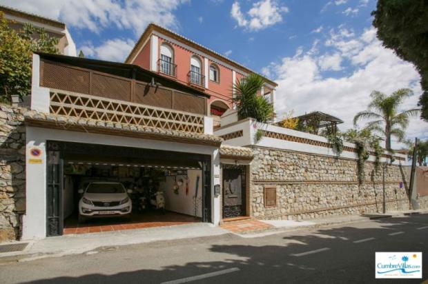 Spacious garage on lower entrance to villa