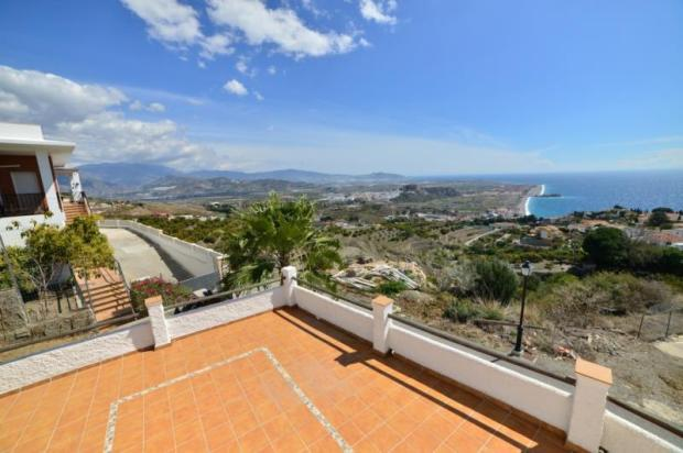 Good-sized terrace with spectacular views