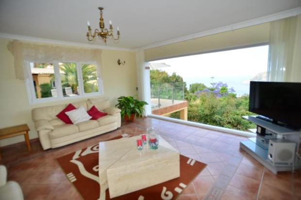 Light & airy living room
