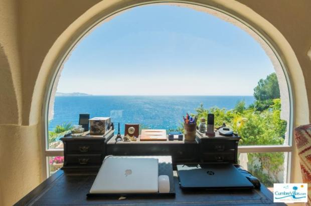 Working is a pleasure with this amazing sea view!