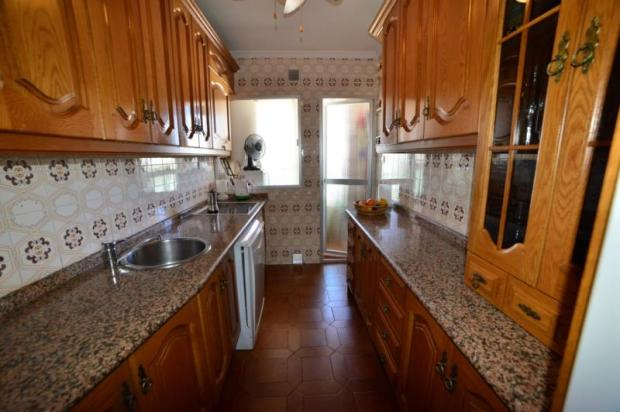 Fully fitted kitchen w/utility area