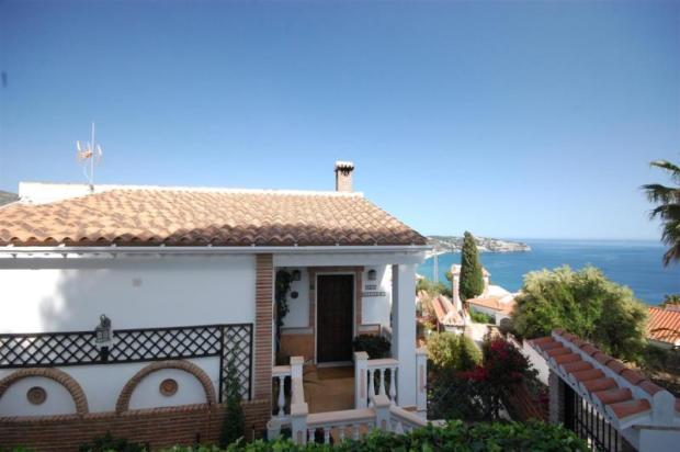 Meticulously maintained & cared for villa for sale