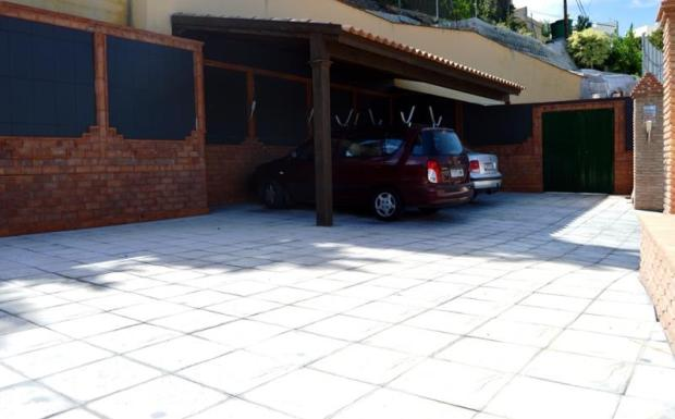 covered pergola for 3 cars+parking space