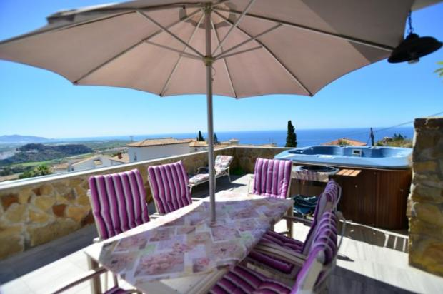 Large and sunny terrace with hot tub&amazing views