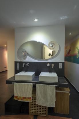 The property has a modern bathroom/shower room